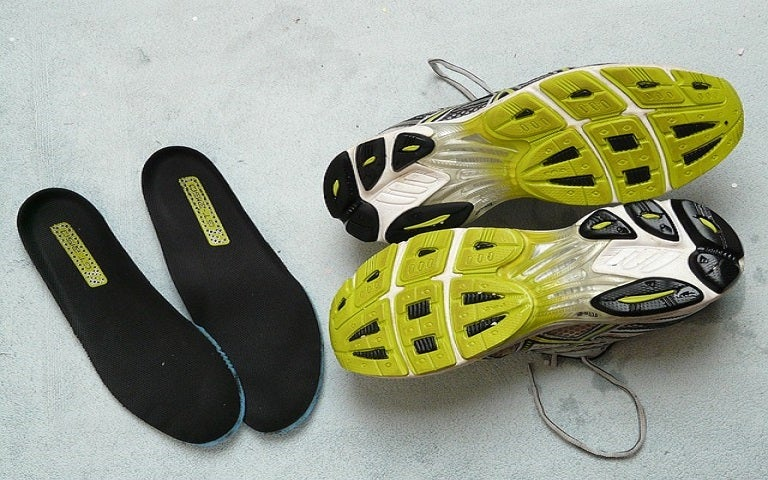 how to wear orthotics in running shoes