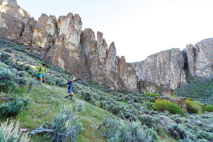 Descending into Louse Canyon to begin the adventure.