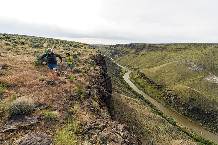 Cross-country rim running starts day 3 on the way to tiny Rome, Oregon, the only civilization and paved crossing in the entire Owyhee Canyonlands.